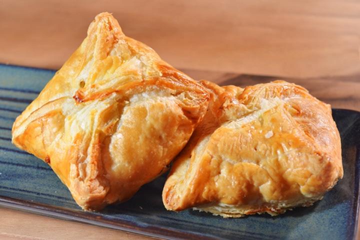 พายไก่เห็ด - Puff & Pie เบเกอรี่ และของว่างอร่อยๆ จากครัวการบินไทย